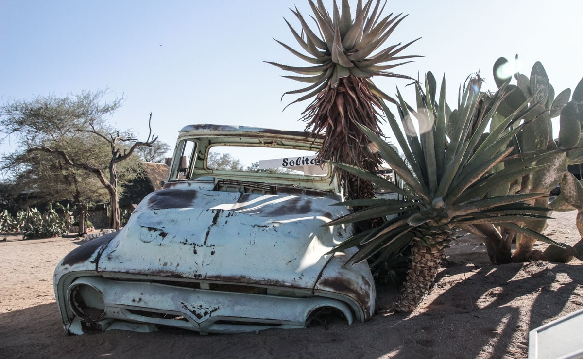 Carro abandonado em Solitaire