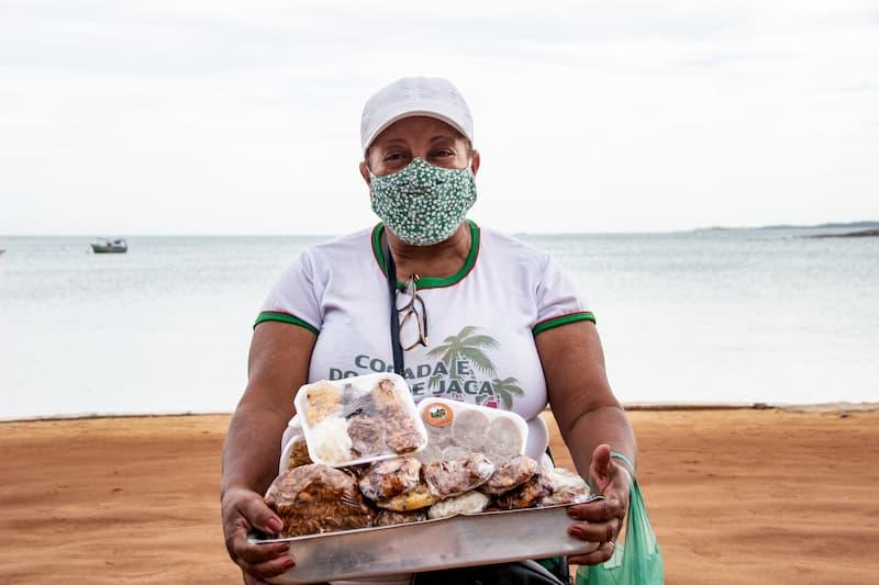 Seller of cocadas at Praia do Meaípe