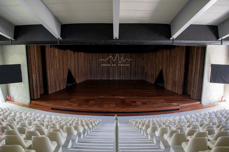 Teatro Loccitane - uma das principais atrações de Trancoso na Bahia