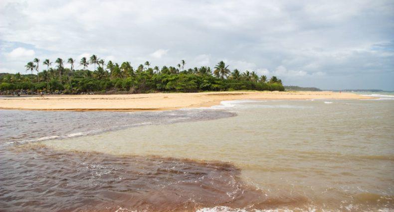 Encontro do Rio e Mar em Caraíva, Bahia
