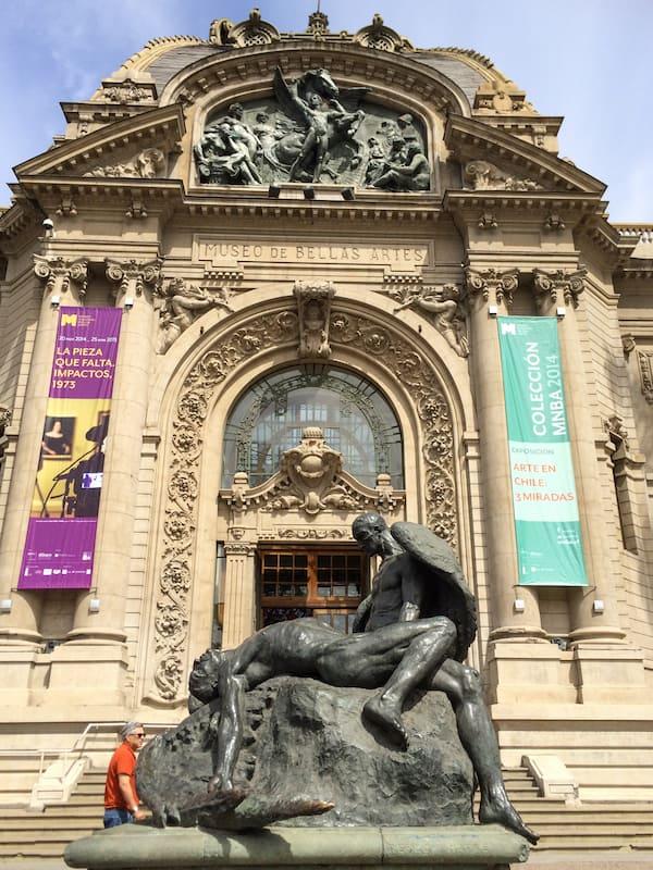 Museo de Bellas Artes Santiago Chile - uma das coisas para fazer em Santiago com chuva